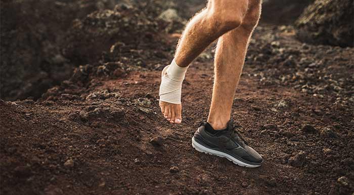 Fast sportstape til at stabilisere knæ og ankler